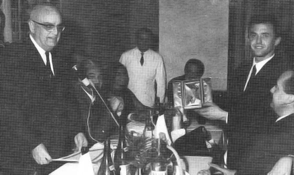 10 novembre 1964: Avv. Ambrosini consegna la Palma d'Oro a Federico Guardigli