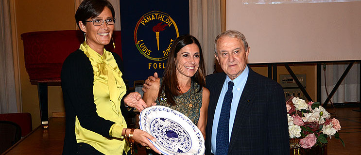 Emanuela Maccarani premiata da Bruno Grandi e da Marilena Rosetti.